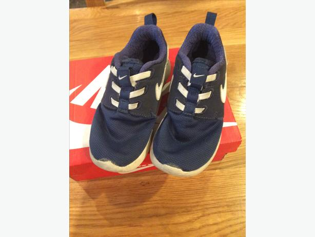 Boys Nike Roashe trainers in size infant 9.5
