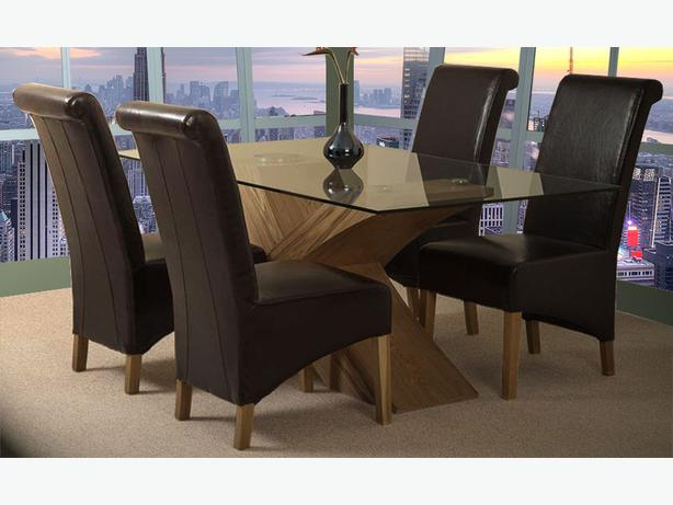 Valencia Oak 160cm Wood and Glass Dining Table with 4 Montana Dining Chairs