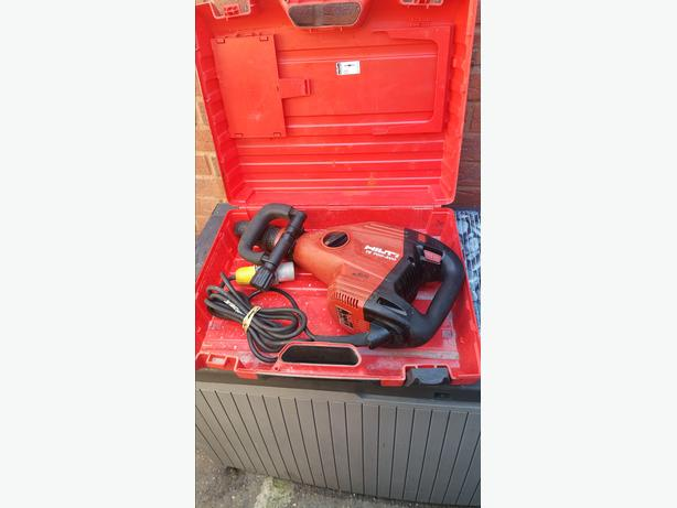 Hilti TE 700-AVR Demolition Breaker 110V