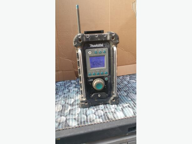 Makita BMR100 FM/AM/AUX Jobsite Radio