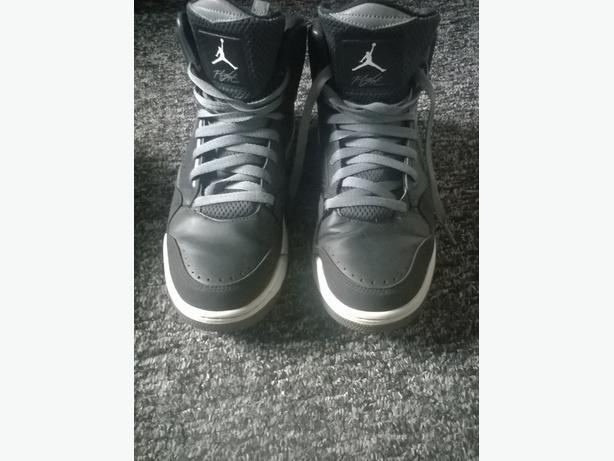 Mens size 9 jordan flights