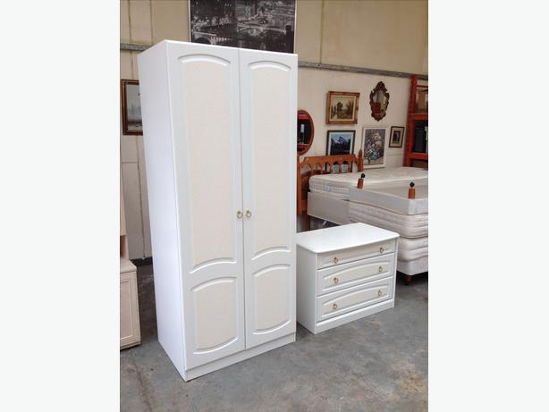SCHREIBER BEDROOM WARDROBE & DRAWERS SET ~~ IMMACULATE CONDITION ~~ CAN DELIVER