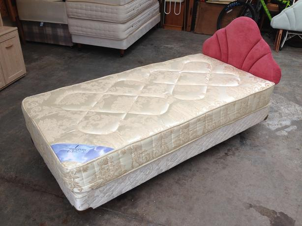 'SHAKESPEARE' SUPER DELUXE SINGLE BED ~~ IMMACULATE CONDITION ~~ CAN DELIVER