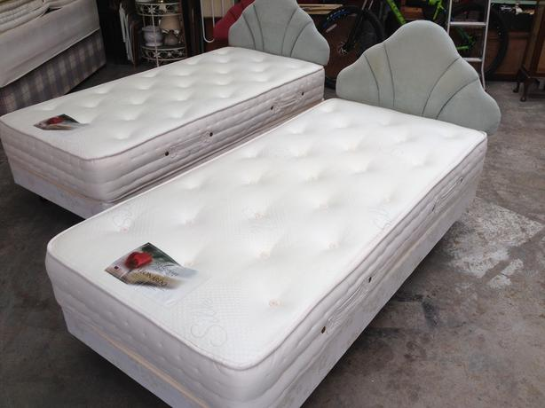 'SHAKESPEARE' DELUXE SINGLE BED ~~ 2 AVAILABLE ~~ IMMACULATE ~ CAN DELIVER