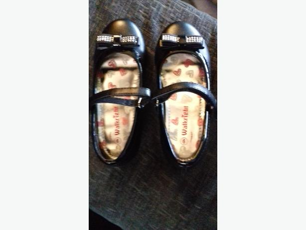 BRAND NEW Girls size infant 9 school shoes black