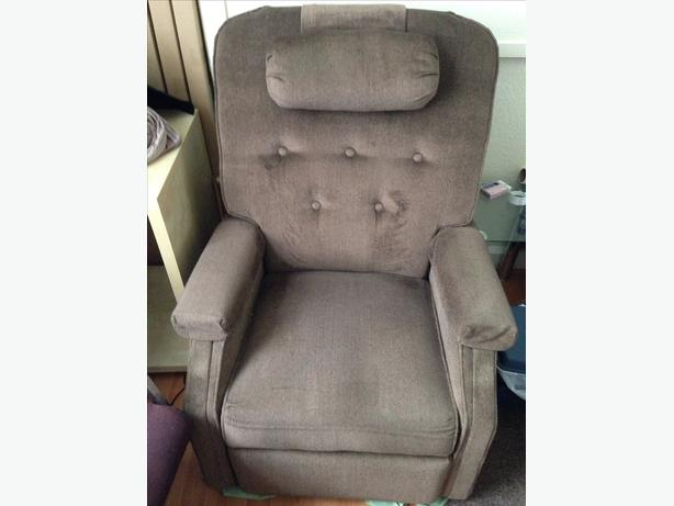Rise & Recliner easy Access Armchair Fully Functional Good Condition Can Deliver