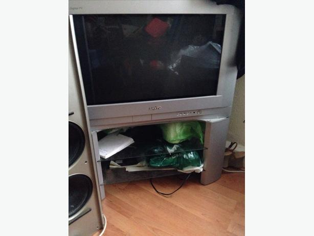 Sanyo CRT TV and Stand all Working Need Freeview or Sky Can Deliver