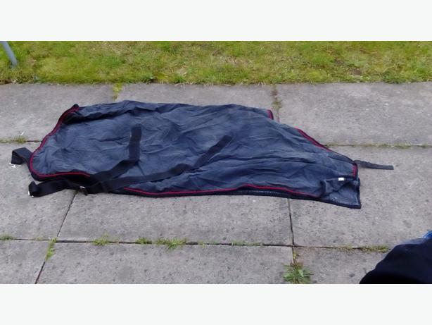 black 5ft fleece rug