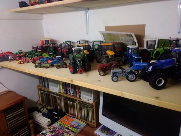 35 tractors sell or swop for bridge camera