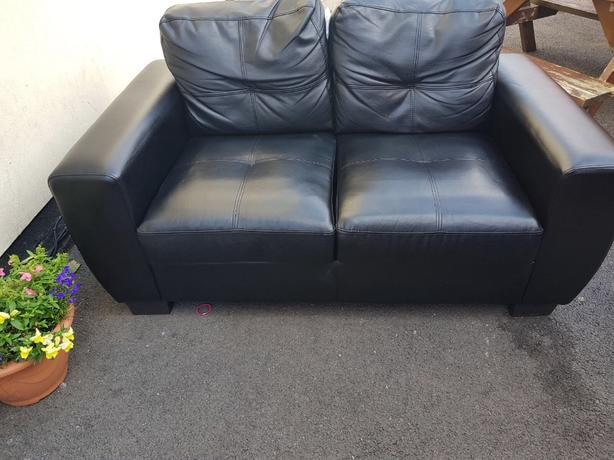 2x2 sofas black