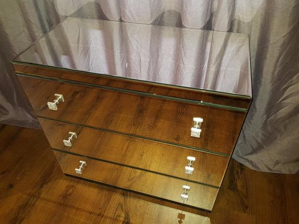 Beautiful mirrored chest of drawers New