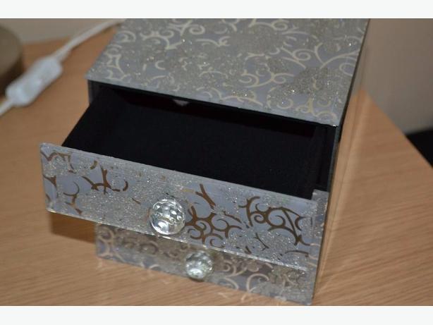 Brand new 3 drawer GLITTER JEWELLERY BOX