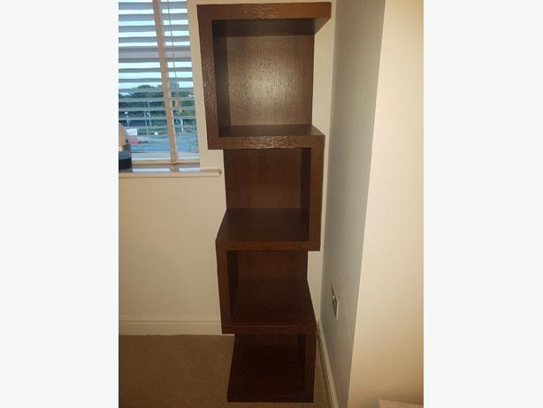Zig zag corner shelf