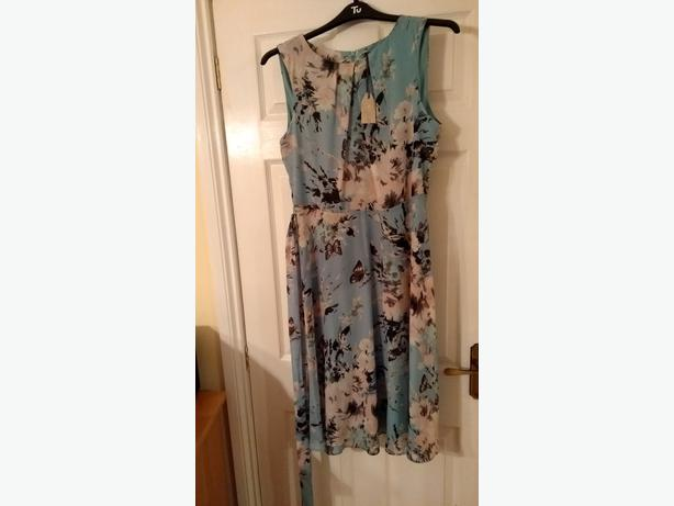 BNWT pretty dress. Size 14