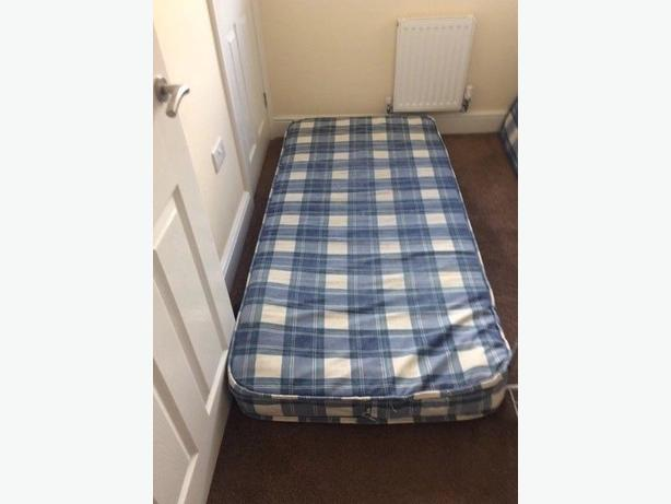 Nice Single Bed Mattress in Good Condition Can Deliver locally for £5