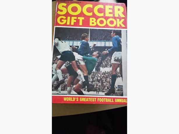 CHARLES BUCHAN'S SOCCER GIFT BOOK ANNUAL 1969 - 70 126PP