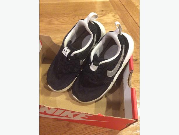 Boys Nike Roshe size infant 10.5.