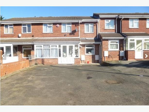 Spacious 4 bedroom house available for rent in Smethwick