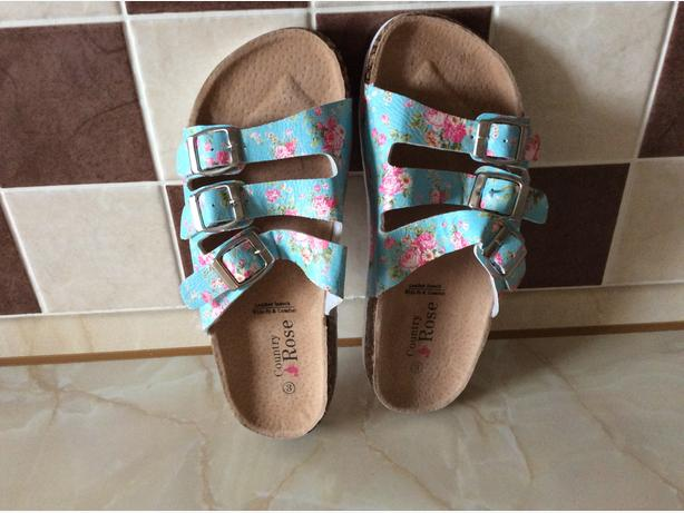 NEW Country Rose sandles