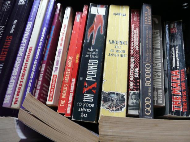 JOB LOT OF MIXED TRUE CRIME BOOKS