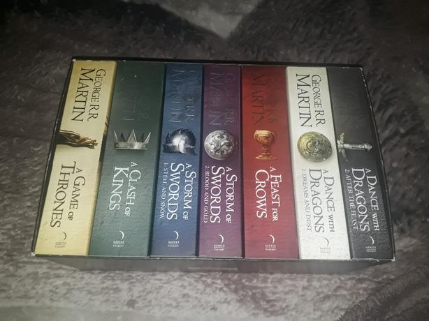 A Song Of Ice And Fire*Game of Thrones 7 book set* by George R.R. Martin
