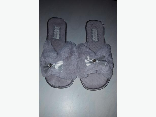 Fur slippers size 5-6