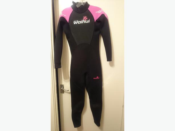 full length women's wet suit small 8-10