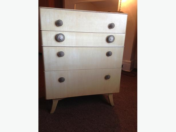 Vintage shabby chic 4 tier chest of drawers (1950's)