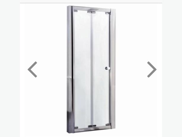 Bi-fold shower tray door