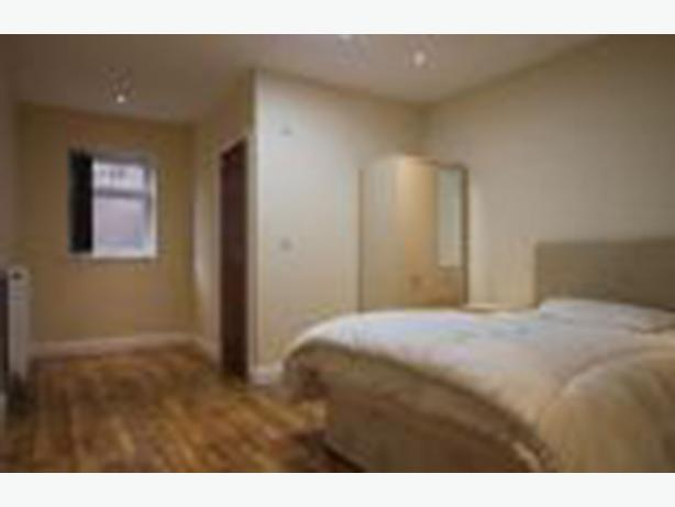 Ensuite rooms to rent in newly converted warehouse - some bills included