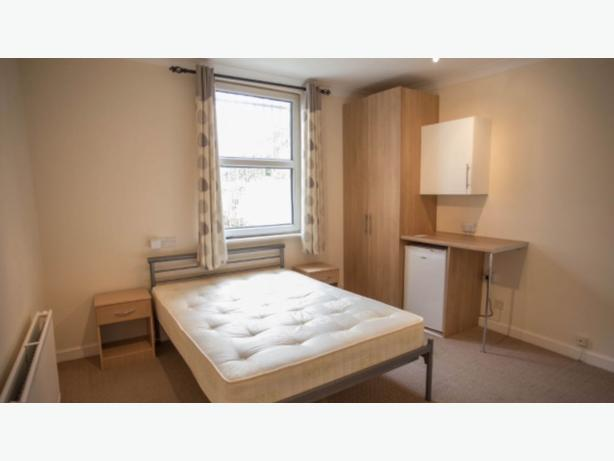ONE BEDROOM SERVICED ACCOMMODATION West Bromwich Central.