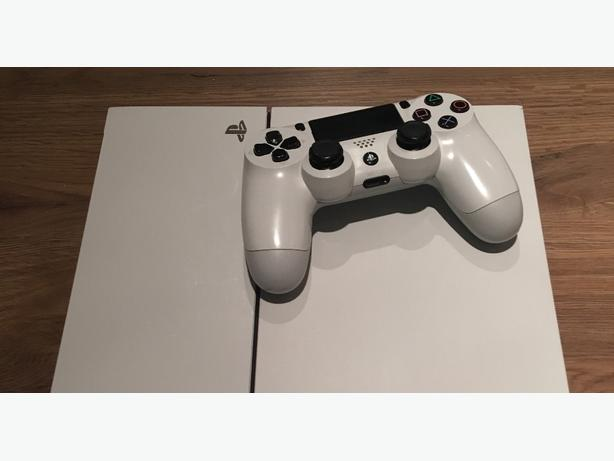 PS4 White Console With Leads & Controller
