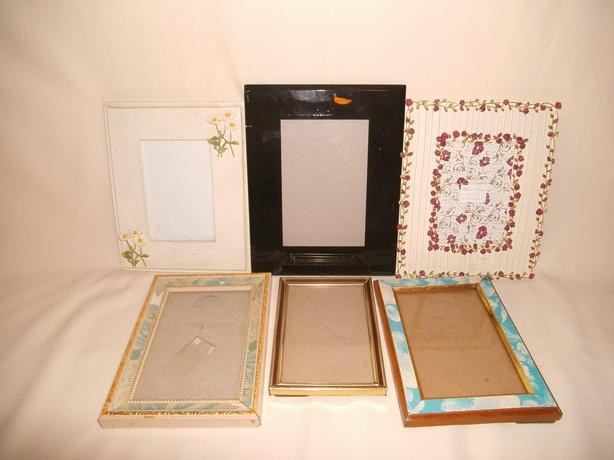 6 assorted picture frames.