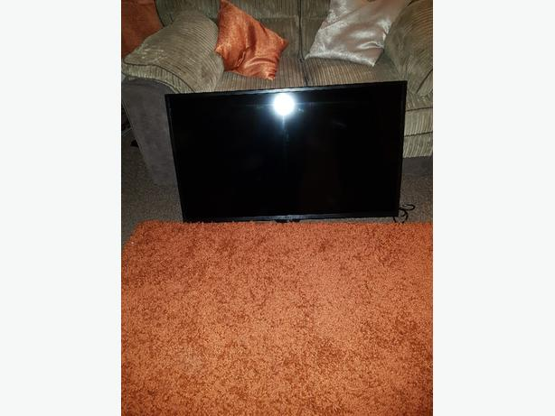 Goodman LED 40inch tv  with freeviwe new in box