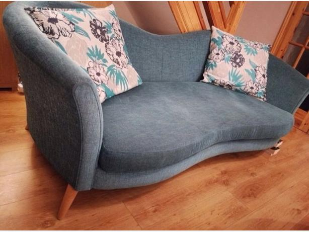 Lovely Stylish DFS 3 Seater Sofa/ Settee & Cushions Good Condition Can Deliver