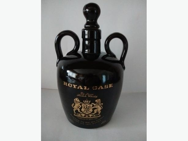Vintage Royal Cask De Luxe Scotch Whisky Stoneware Flagon