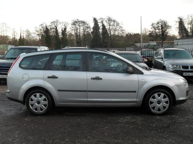 Ford Focus 1.6 TDCi 90 LX estate with FSH !