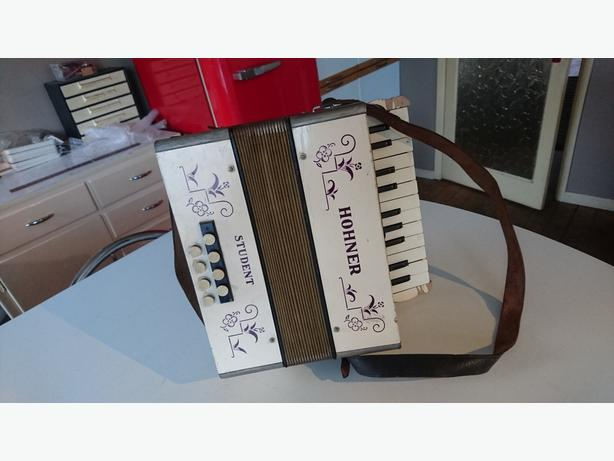 VINTAGE 30s HOHNER STUDENT PIANO ACCORDIAN ALL ORIG GOOD SOUND