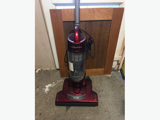 MORPHY RICHARDS vacuum