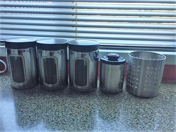 SILVER KITCHEN SET - * NOW REDUCED TO ONLY £5 *