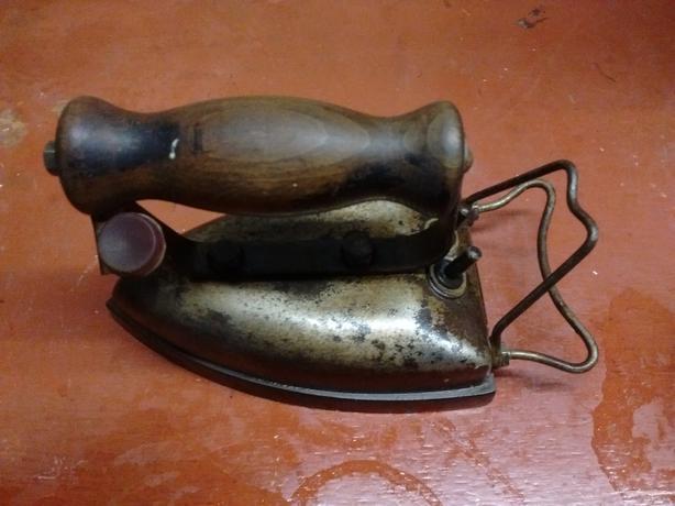 Vintage Revo Electric Iron