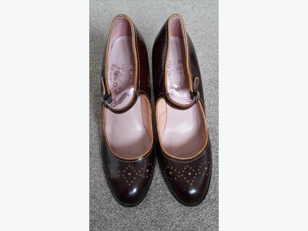 Ladies Brown Retro Lotus Heeled Shoes Size 7