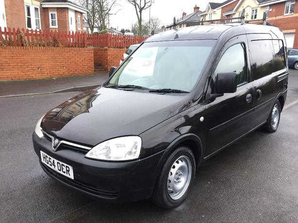 2005 COMBO VAN 4 NEW TYRES *FULL SERVICE HISTORY* LONG MOT AIR CON TOWBAR