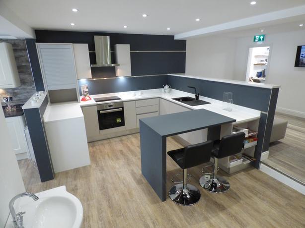 Ex Display Lastra Kitchen with appliances & Quartz worktop