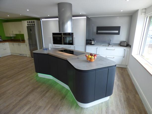 Moda Ex Display kitchen with Appliances & solid wood, Quartz worktop