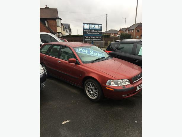 2002 Volvo v40 1.9 turbo diesel estate ( lovely car )