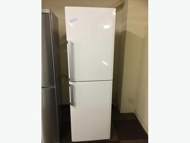 TALL WHITE BLOOMBERG FRIDGE FREEZER EXCELLENT CONDITION🌎🌎PLANET APPLIANCE🌎