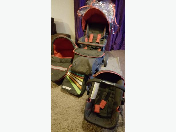 Pushchair and 0-3 girl clothes