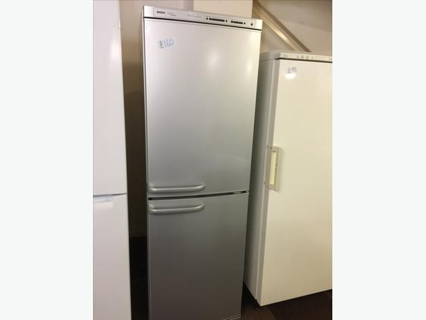 TALL SILVER BOSCH FRIDGE FREEZER VERY GOOD CONDITION🌎🌎