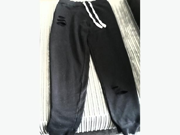 RIPPED JOGGING BOTTOMS